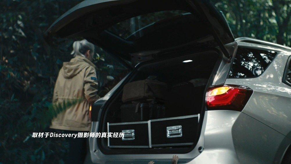 视频:森林中一辆探界者正在疾驰突然一个不明物体朝它冲了过来紧急时刻
