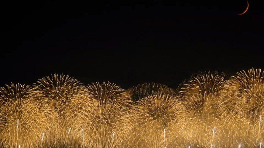 这样子看长冈花火,真的美得找不出形容词来形容。(Youtube