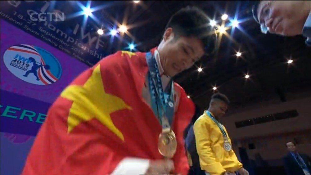 举重世锦赛-李发彬勇夺三金 破两项世界纪录