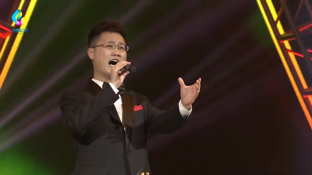 山东艺术学院的李章栋,演唱《来香巴拉看太阳》