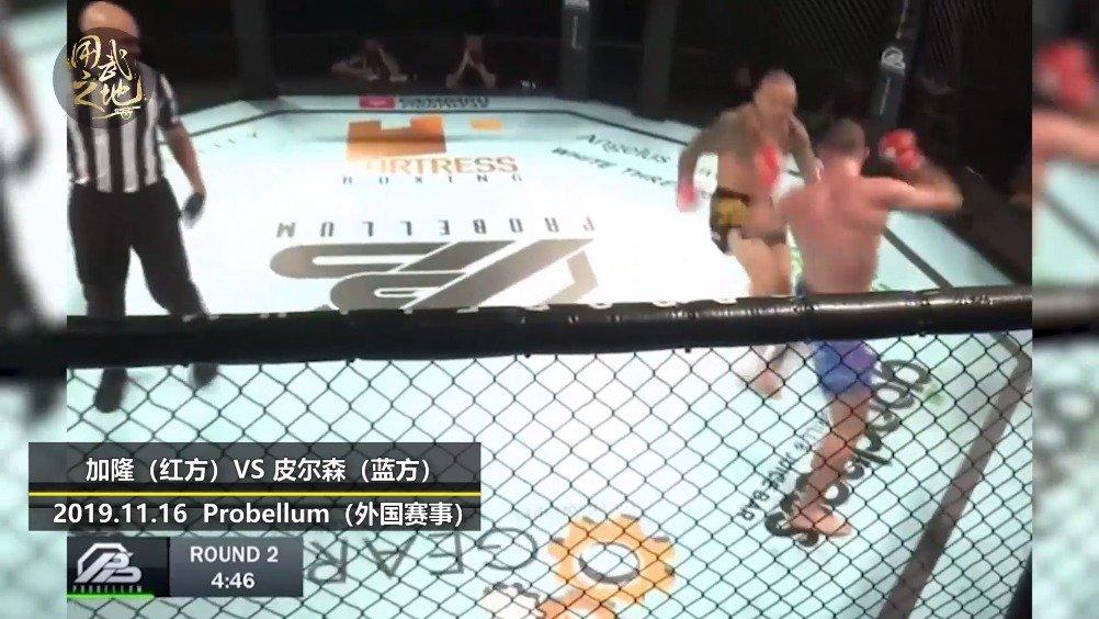 MMA比赛中的罕见KO,惊呆解说!  @微博格斗