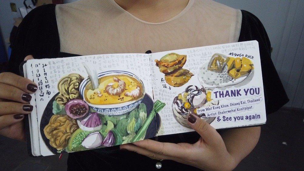 女嘉宾牛艺燃在后台展示了自己的旅游手账本,有没有觉得很有趣呢