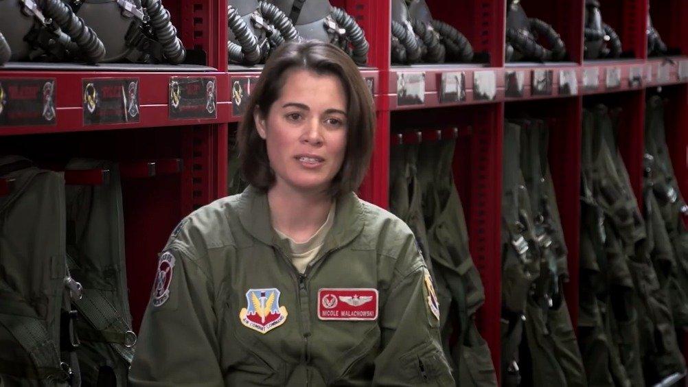 美国空军第一位女性雷鸟飞行员Nicole Malachowski