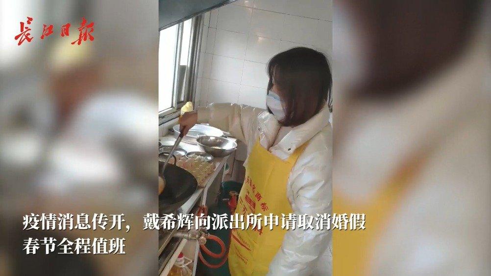 抗击疫情取消蜜月,民警新婚妻子住进派出所当厨师