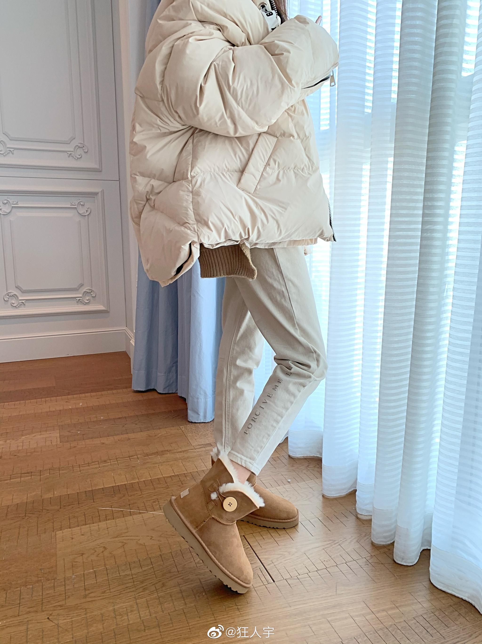 经典的的小木扣雪地靴3个色都非常实穿