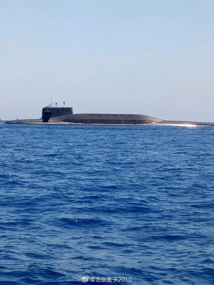 没懂…啥意思?天国的094核潜艇轰越南人的渔船去了?!…