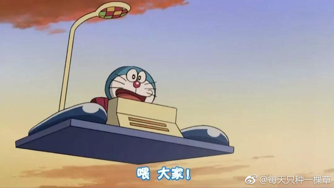 最近PAUL&JOE 在日本抢先曝光了与哆啦A梦的联名系列包括口红、粉饼