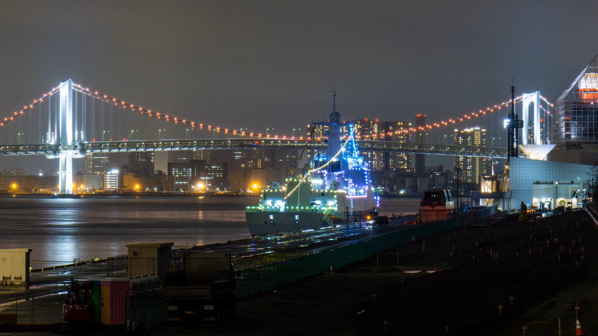"""停泊在日本东京晴海码头的中国人民解放军海军""""太原""""号导弹驱逐舰点"""