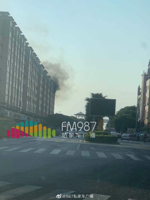 突发:福州马尾一单元房火灾,21名消防员到场……
