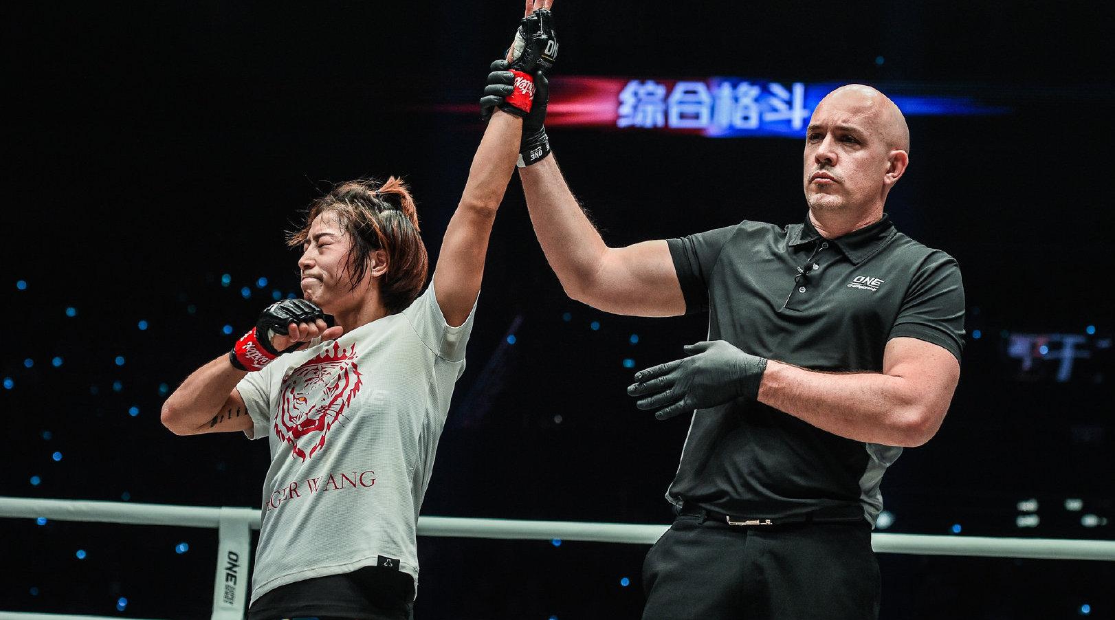 ONE冠军赛北京站,孟博VS劳拉-巴林去全场,孟博首回合TKO获胜