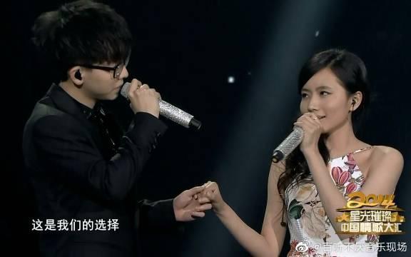 刘惜君胡夏《选择+那些年》现场版,两个人的声音都是给人一种青春