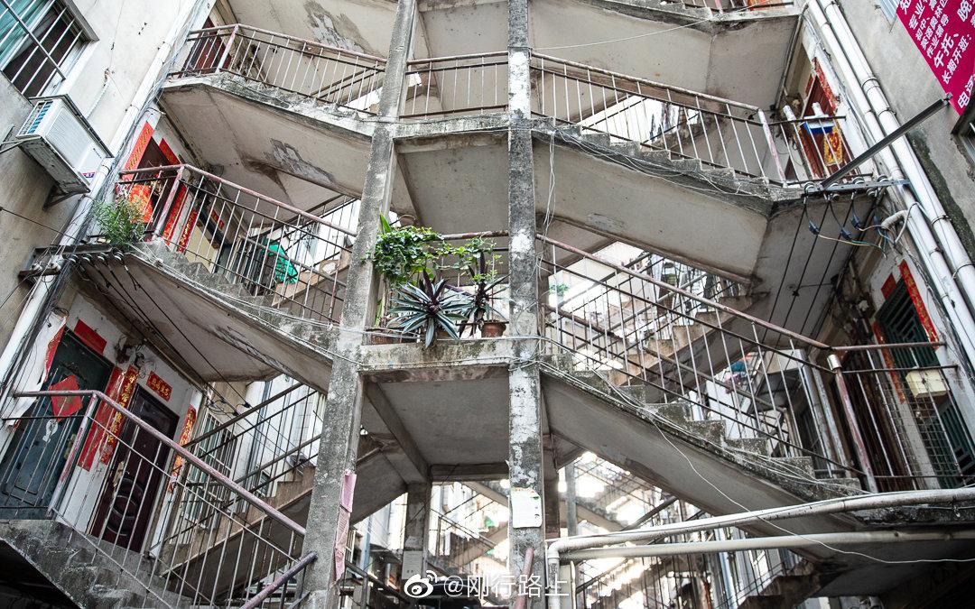 """位于南宁老城区唐山路28号的""""鸳鸯楼""""是这座城里古老的秘密所在"""