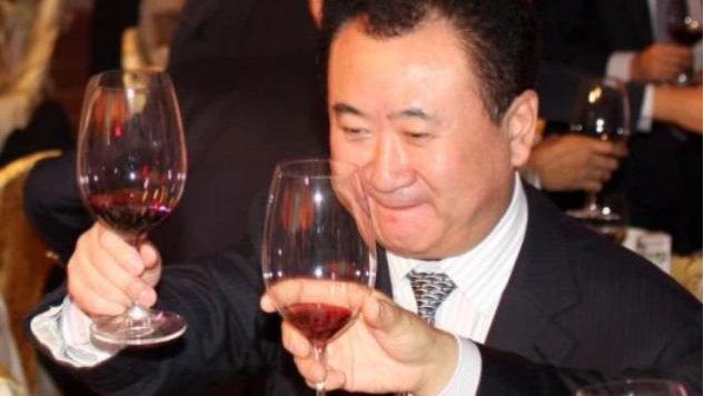 看看首富王健林儿子, 再看玻璃大王曹德旺儿子, 差距不是一两点