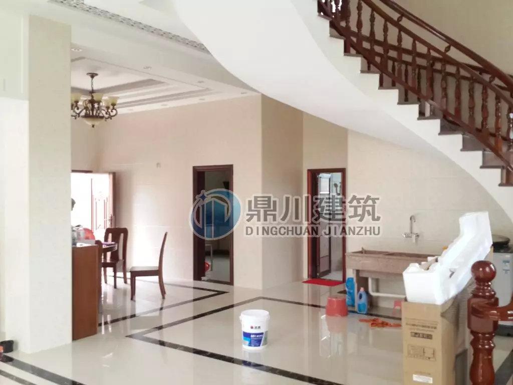 别墅要大气,复式客厅 旋转楼梯必不可少,这款三层农村图片