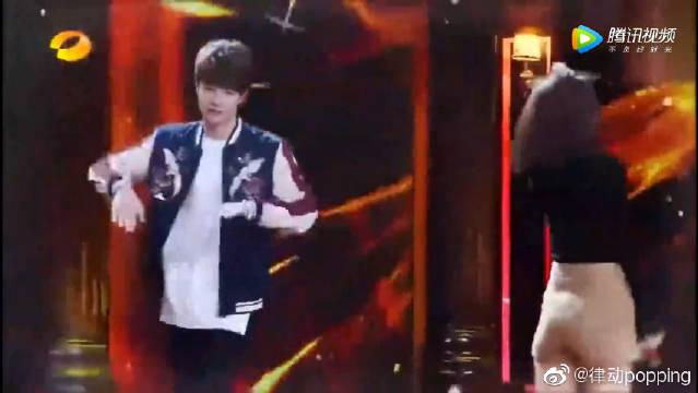 刘宪华王一博尬舞,表演高难度街舞!