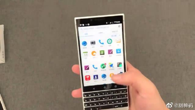 价值2500元的黑莓全键盘手机,颜值很高!很帅气!