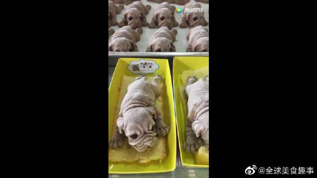 做成狗狗形状的冰激凌蛋糕,有点不忍心吃~