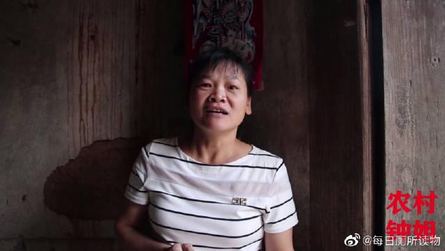 客家话搞笑视频,爸爸和儿子接受惩罚,妈妈:对着镜子石头剪刀布。