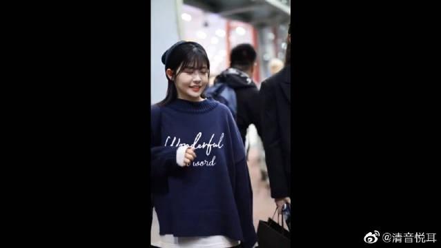 赖美云机场清唱也太好听了吧,可可爱爱的小七真的是个宝藏女孩!