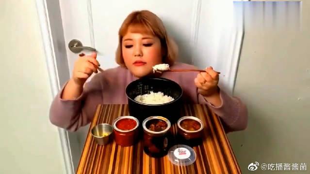 《韩国吃播秀彬》妹子吃一大锅米饭加上炖肉,听着这声音真馋人啊!