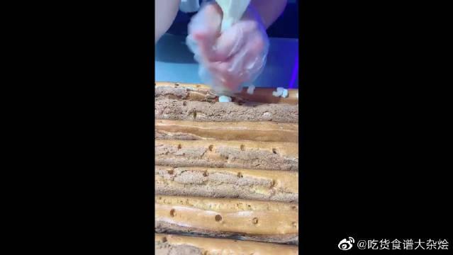 这是闺蜜最喜欢吃的泡芙法棍,幸好看到了过程,要不然就吃了