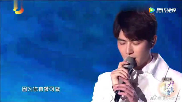 陈学冬现场版《追光者》低沉又温柔的嗓音真的太撩人了