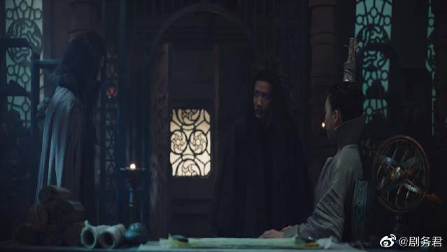 鹤邀前来禀报灵溪,说看到柳慕白鬼鬼祟祟的进了图书馆