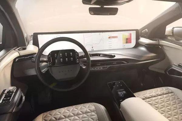 49寸超大超长中控屏,你还能找出比它更大的车吗?