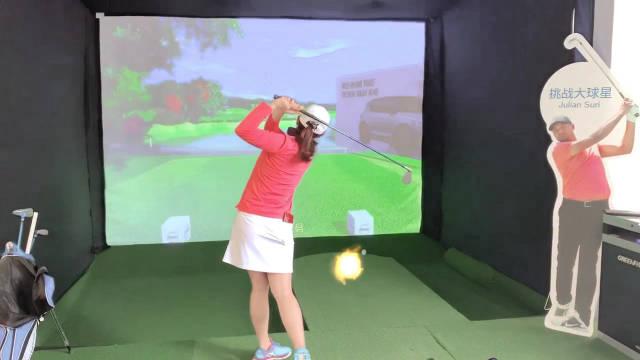 带你玩转 @衡泰信城市高尔夫 在现场为观众准备了体验区