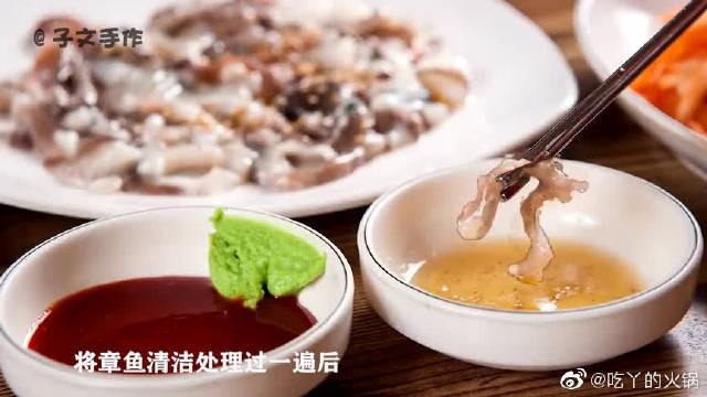 重口味!小伙发明章鱼新吃法,比韩国人活吃章鱼更奇葩。