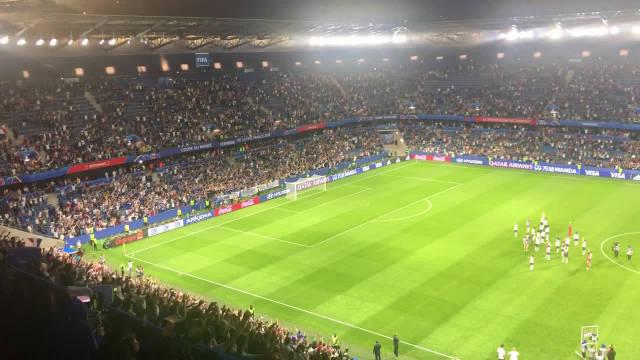 昨晚法国巴西赛后~真羡慕欧洲的足球氛围,无论男足女足