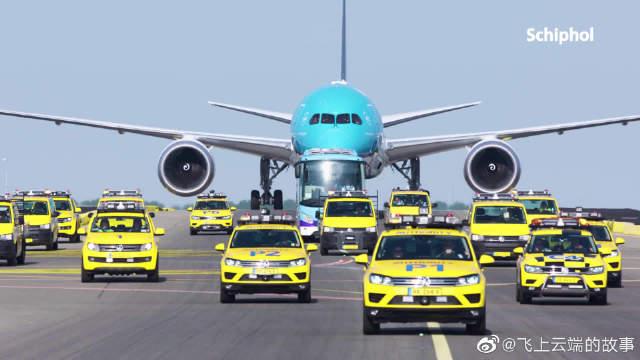 荷兰皇家航空第一架波音787-10梦想客机!底下的小车车看着好可爱!