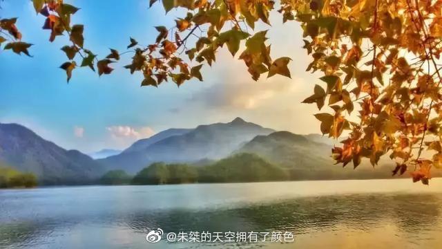 金秋十月,天台山的湖光山色独具迷人的秋韵。国清寺禅意入秋华