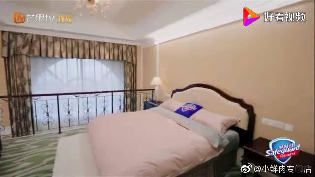 《》来到新家,李汶翰直接跳上了床,太完美了