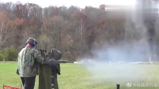 20毫米机炮直接开扫,旁边人一点声音都听不清。机炮也称机关炮