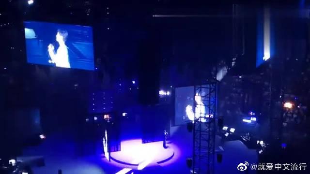 李健的演唱会为什么一票难求,听完《异乡人》你就懂!