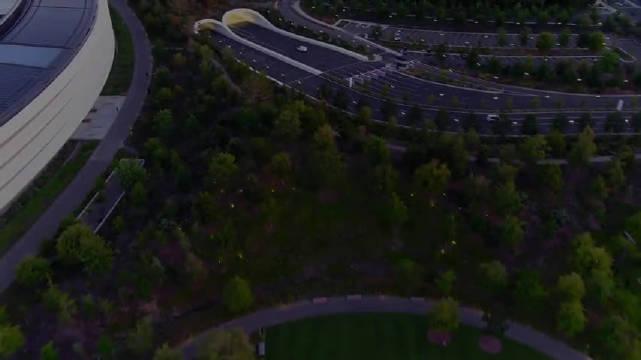 为庆祝苹果总部Apple Park正式开放,苹果在园区内举办了特别活动