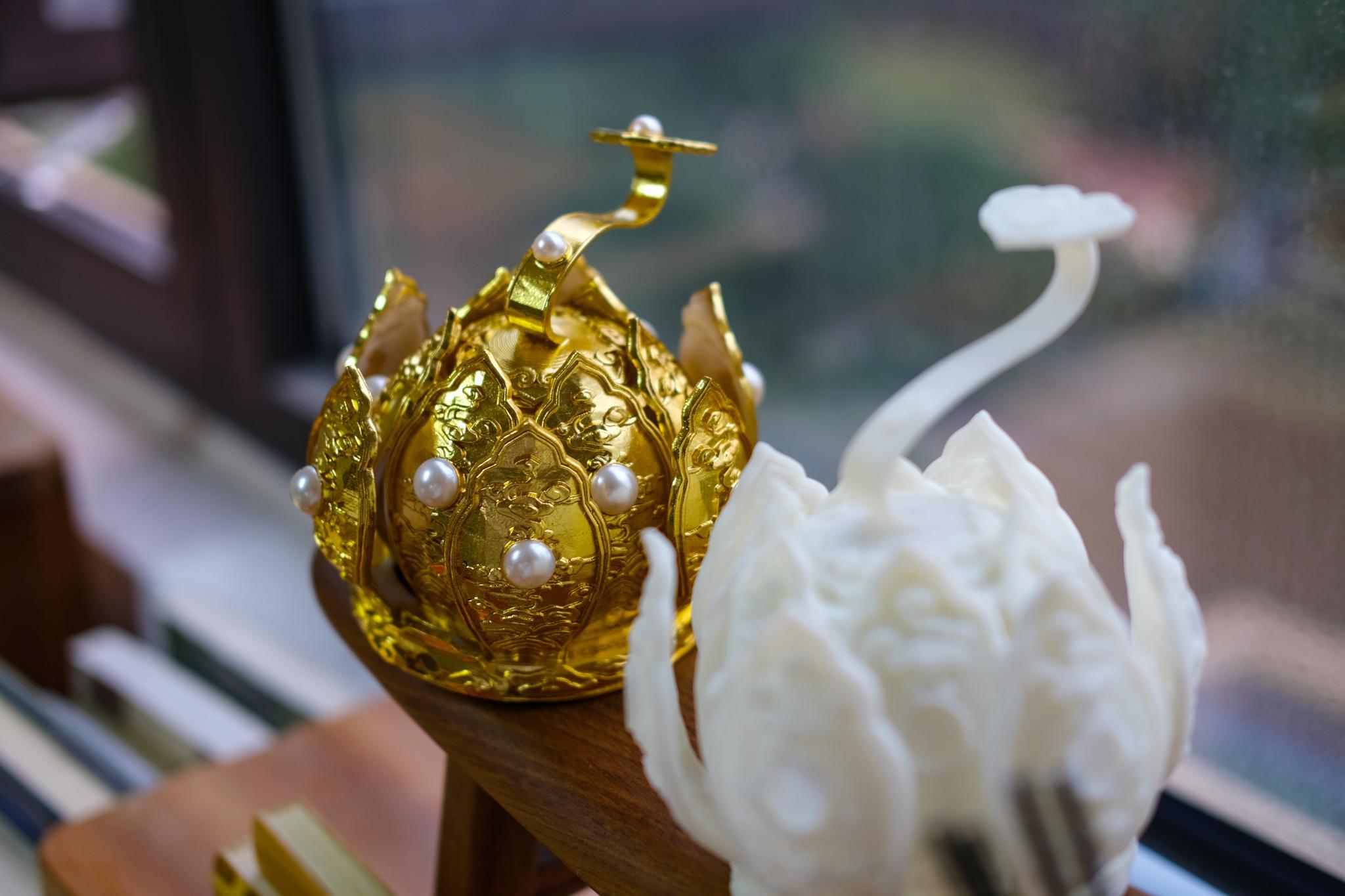 树脂祥云捧日莲花冠,最初本为金道长所设计,售价三百元。不含贴金
