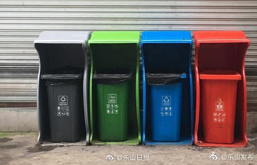 引导市民垃圾分类!乐山城区投放35套啄木鸟型垃圾桶