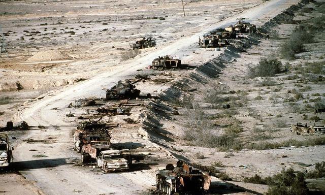 坦克能反杀武装直升机吗?还真有一次机会,错失就只能弃车逃跑