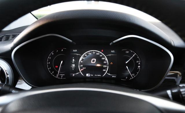 叫A6的并不一定贵,这车轴距近2.7米,标配9寸大屏,指导价才7万