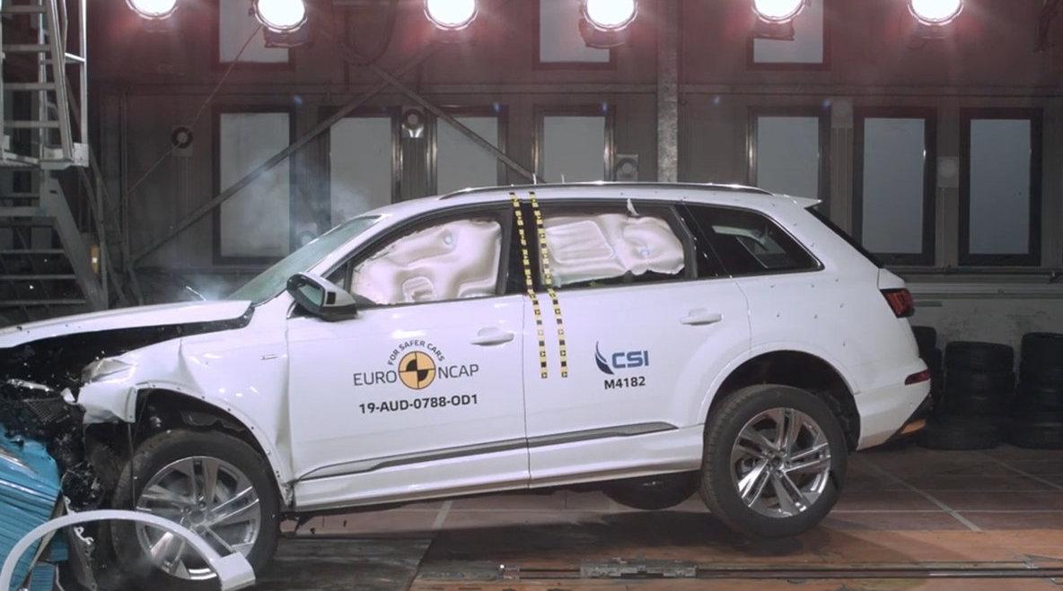 视频:奥迪Q7硬刚奔驰GLE!豪华SUV谁更安全?