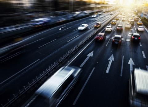 网约车司机送客时心脏骤停,乘客跳车自救