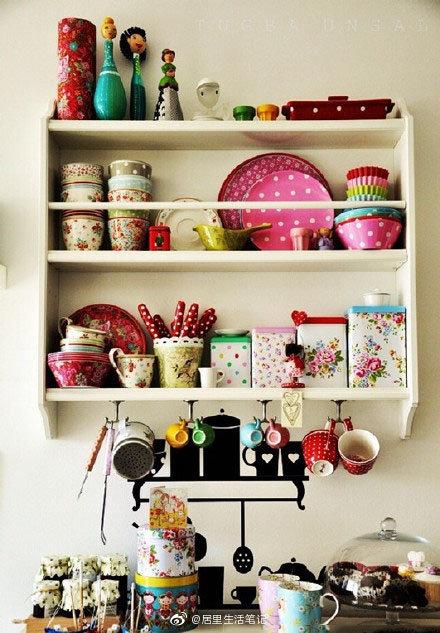 居里也想有有这样一个小厨房,收集一些漂亮可爱的餐具,特有幸福感