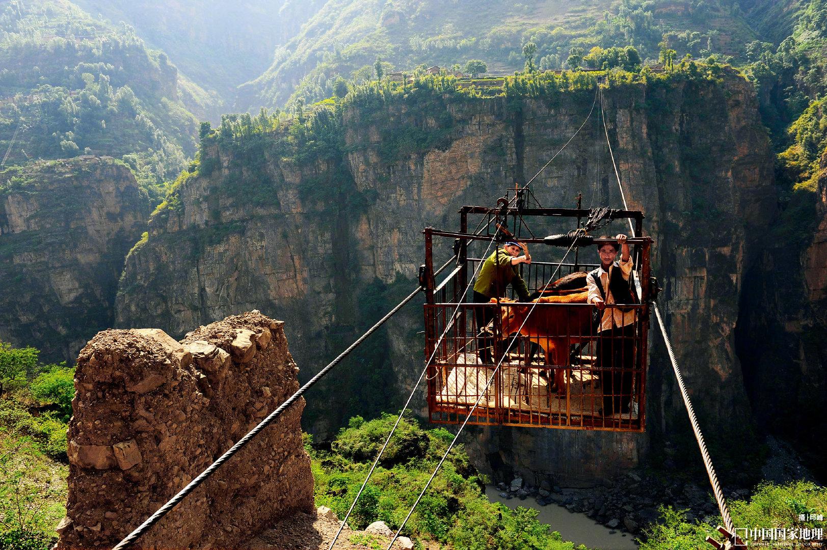 历史上,生活在横断山区的很多民族都使用过溜索过江
