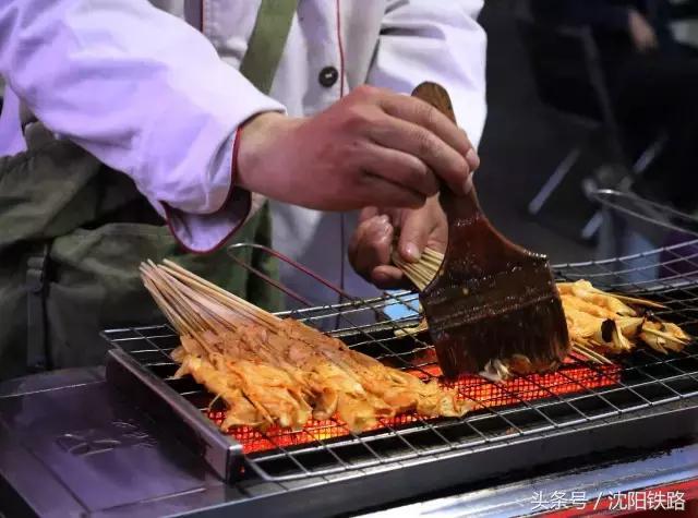 颜值高大长腿最帅值班站长带你吃遍锦州特色小吃