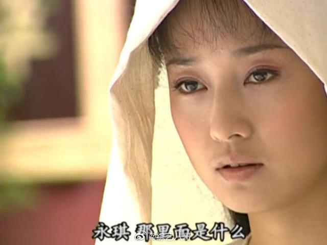 还珠:尔康牺牲,紫薇生无可恋,谁注意到身边丫头的服装