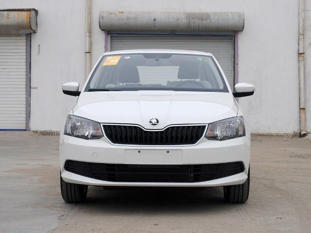 它是德系车,售5.99万,车宽近1.8米,高速比飞度稳,还看啥国产