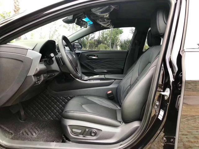 被安全配置吸引,提丰田亚洲龙汽油尊享版