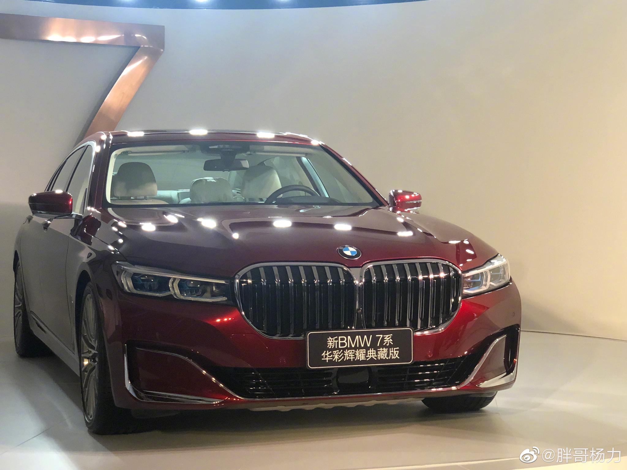 宝马刚刚发布了献礼国庆70周年的车型——新BMW 7系华彩辉耀典藏版